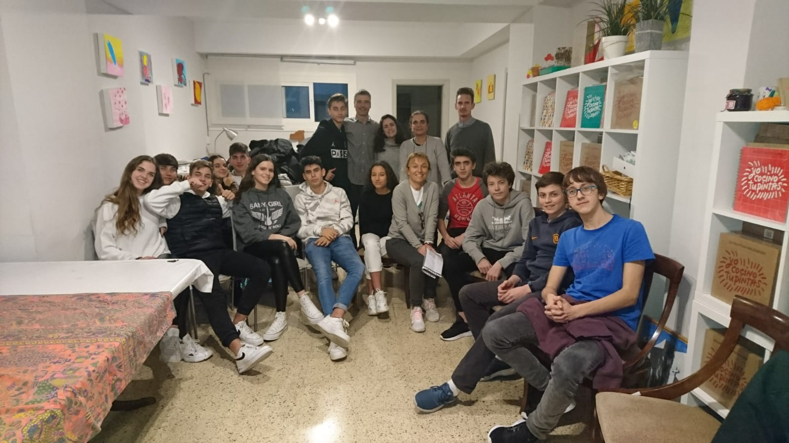 Alumnes de Sant Paul's visiten la seu d'AIS per rebre una xerrada de resiliència de Jordi Diz